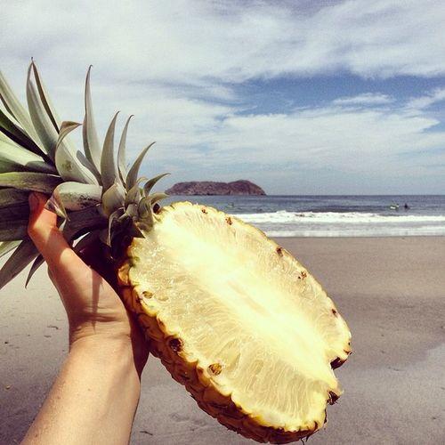 Whitepineapple breakfast on the beach ??