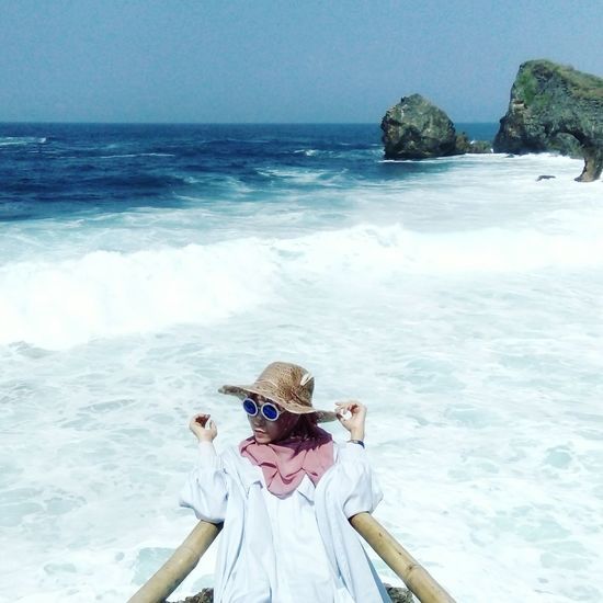 Beautiful Outdoors Travel Destinations Sea Vacations Portrait Beautiful Day Hijabi Enjoy ✌ Indonesian Beach Hijabbeauty Exploreindonesia HelloEyeEm One Person Wave Horizon Over Water People Water Day Hello World ✌ Happy Enjoying Life