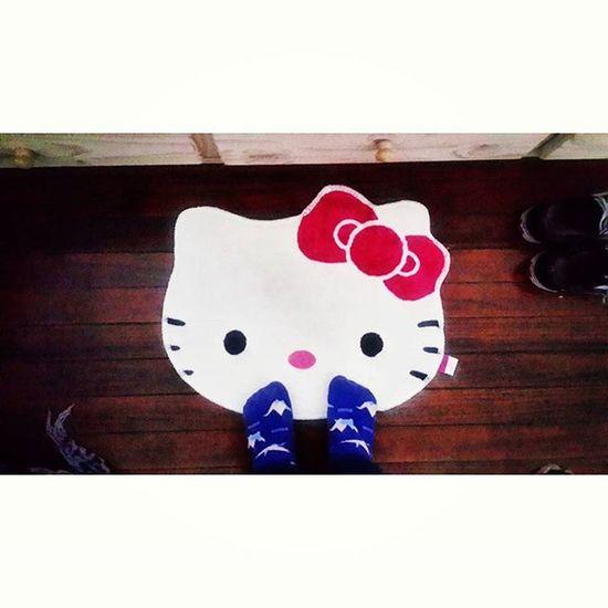 Me levanto de la cama re peola 🙌 Hellokitty Hellokittyaddict Carpet Alfombra socks medias