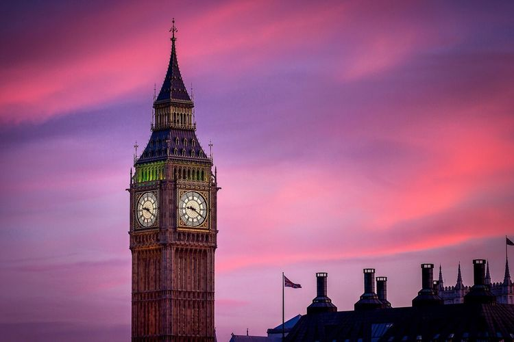 Miss London...shall book a flight right now✌🏻️ London Uk Travel Big Ben Clock Tower Time Iconic Iconic Buildings Architecture_collection Buildings Urban Twilight Illuminated Nopeople Copy Space Visit Tourism Holiday Long Exposure Longlens London Lifestyle