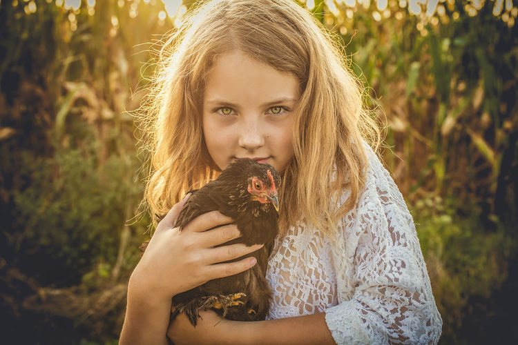 Girl and chicken Sunlight Young Women Focus On Foreground Beauty Nature EyeEm Best Shots Nature Looking At Camera Photography Close-up