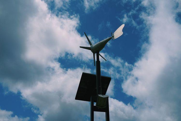 夏空と風力測定 Cloud -
