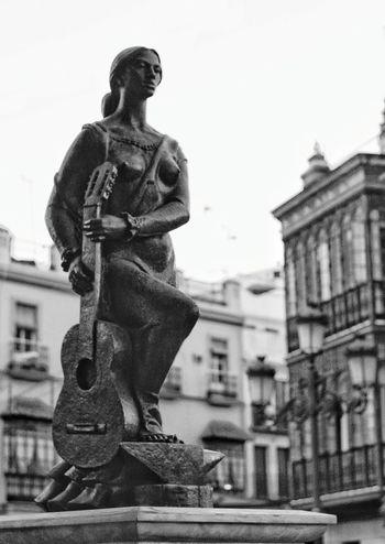 Monument Triana al arte flamenco sculture