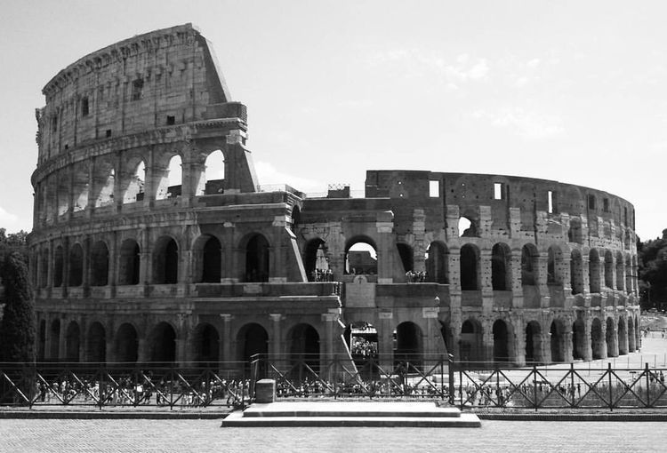 C'est justement la possibilité de réaliser un rêve qui rend la vie intéressante - L'Alchimiste Roman Historical Building Historic History Travel Photography Blackandwhite Bnw Europe Italy Rome Colosseo Architecture Built Structure History Travel Destinations Arch Building Exterior The Past Amphitheater Old Ruin Arts Culture And Entertainment Ancient Civilization Tourism Travel Ancient