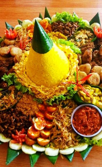 Tumpeng Rice Indonesian Food Indonesian Culinary Yummy Food Healthy Food Hello World Javanese Culinary TRY IT!!! Visit Indonesia