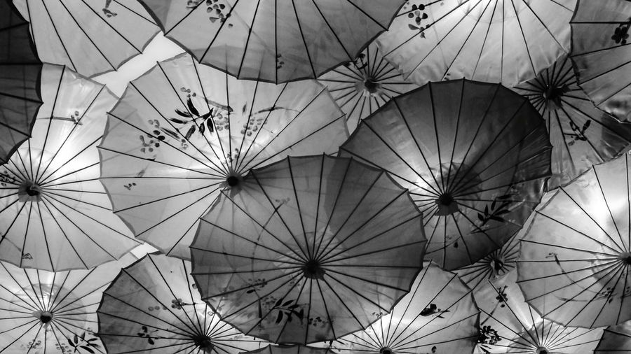 EyeEm Selects Chinese Umbrella Getty Images Blackandwhite Chinese Umbrella Bright Pattern Texture Full Frame Backgrounds Close-up Ceiling Hanging Light Abstract Backgrounds Architectural Design Beach Umbrella Skylight Light Ceiling Light  HUAWEI Photo Award: After Dark