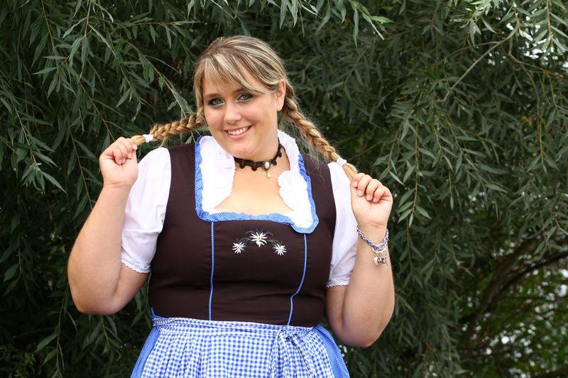 Bavaria Bavarian Bavarian Tradition Beauty In Nature Curvy & Beautiful Curvy Girl Curvygirl Curvyisthenewsexy Dirndl Dirndlcotoure Dirndlkleid Octoberfest Plus Size Fashion  Plus Size Germany Plus Size Model Plus-size-model Plussizebeauty Plussizefashion PlusSizeModel Schöne Frau Trachtenmode Traditionelle Kleidung Young Fashion Young Women Zöpfe