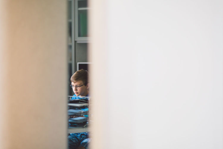 Michigan Milford Office Peek Boy Computer Concentration Focus