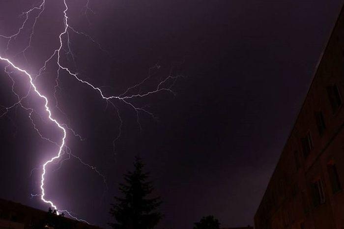 Gewitter über Schwerin 😍 Gewitter Blitze Flash Lightning Schwerin Dreesch Mv MVP Meckpomm Mecklenburg Mecklenburgvorpommern Mecklenburg_vorpommern Germany