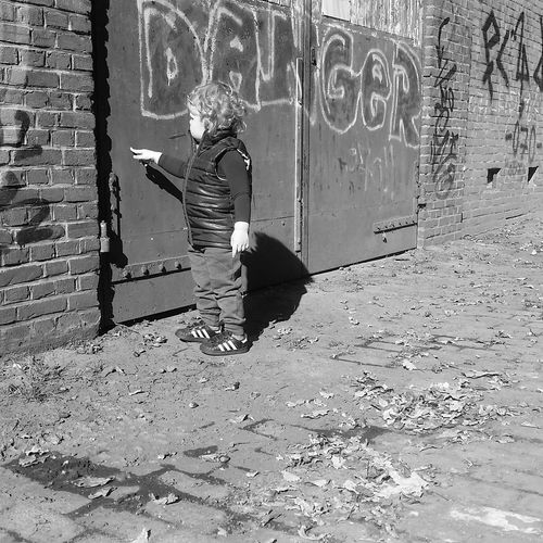 Exploring life LivingOnTheEdge Nofear Outside Graffiti Outdoors Exploring Netherlands Raw Rough Wall Fearless Park Photography Caught In The Moment