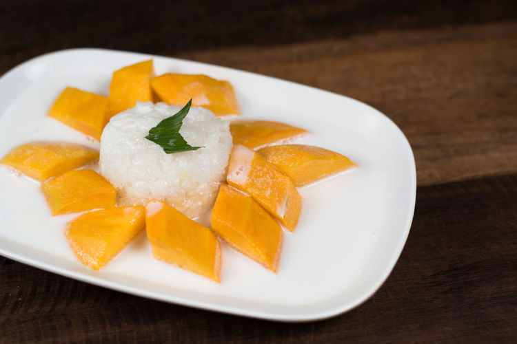 mango sticky rice or Khaoniao mamuang, a traditional thai cuisine ASIA Coconut Milk Glutinous Rice Mango Thailand Appetizer Close-up Culture Food Food And Drink Fresh Mango Freshness Gastronomy Healthy Eating High Angle View Khaoniao Mamuang Mango Fruit Mango Sticky Rice Plate Ready-to-eat Sticky Rice Sweet Table Temptation Thai Famous Food
