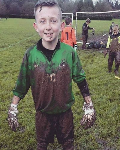 This is what real footballs all about not that rubbish you see on sky sports Realfootball Grassroots Hanhamminorleague Mudisgood