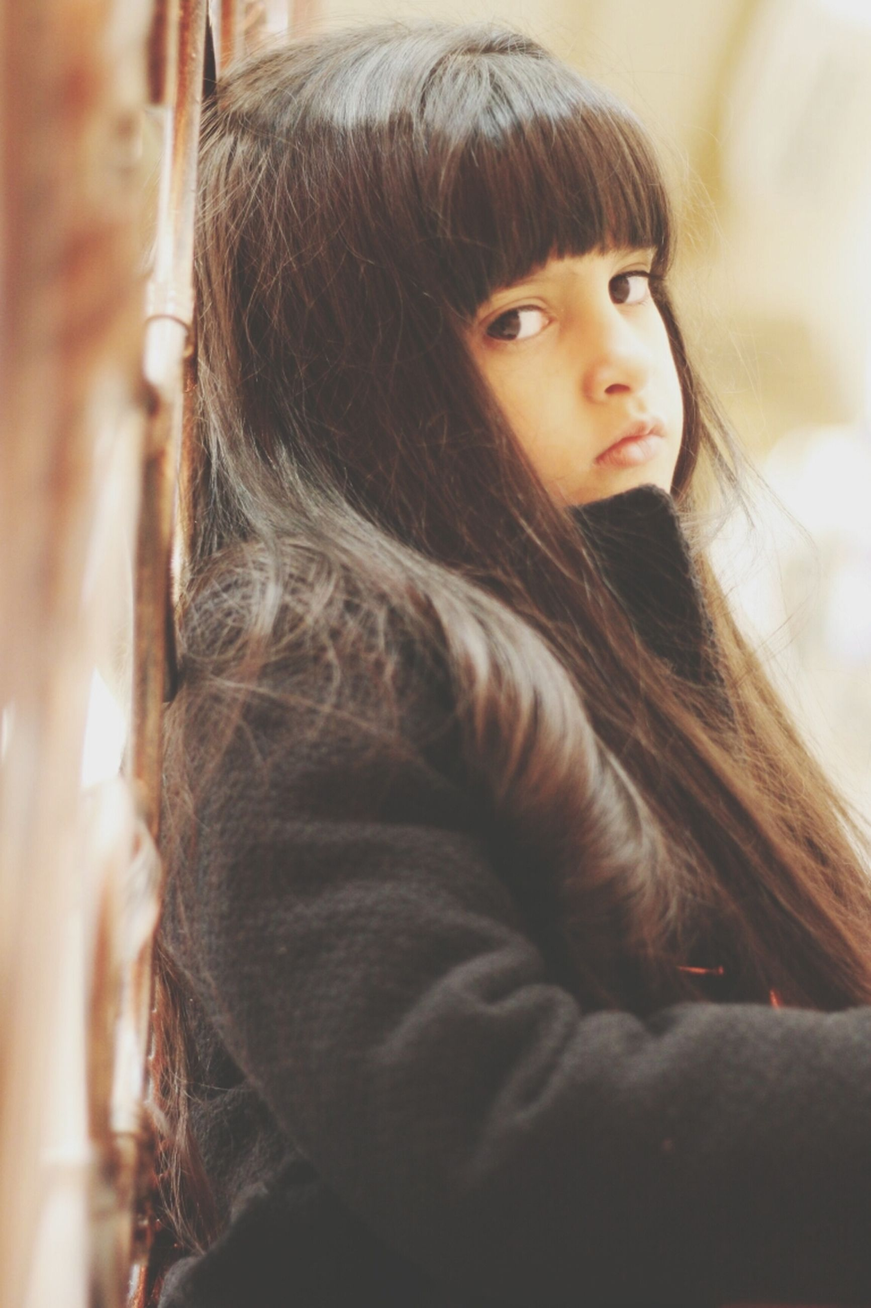 long hair, young women, lifestyles, young adult, person, headshot, leisure activity, brown hair, indoors, black hair, focus on foreground, casual clothing, blond hair, medium-length hair, front view, portrait, looking at camera