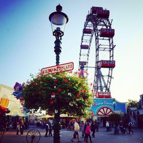 Kein Wien ohne ein Besuch des Prater // Auf dem Riesenradplatz