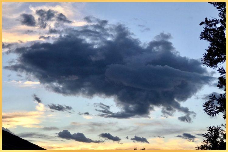 Interesting cloud ⛅️ Dramaticskies Interestingclouds Grey Cloud Nature Home