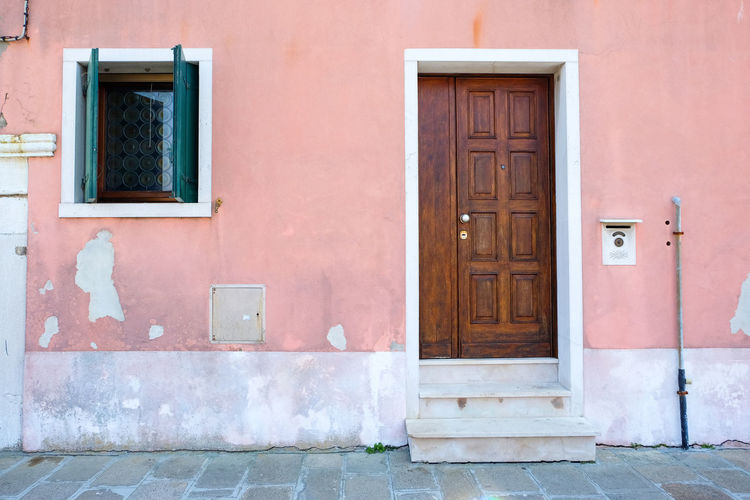 front door with pink walls Architecture Building Exterior Built Structure Building Day Outdoors Venice Italy Burano Murano City Summer Pink Color Pink Entrance Door Closed Security House Residential District Safety Window Protection No People Front Door Wood - Material Wall - Building Feature