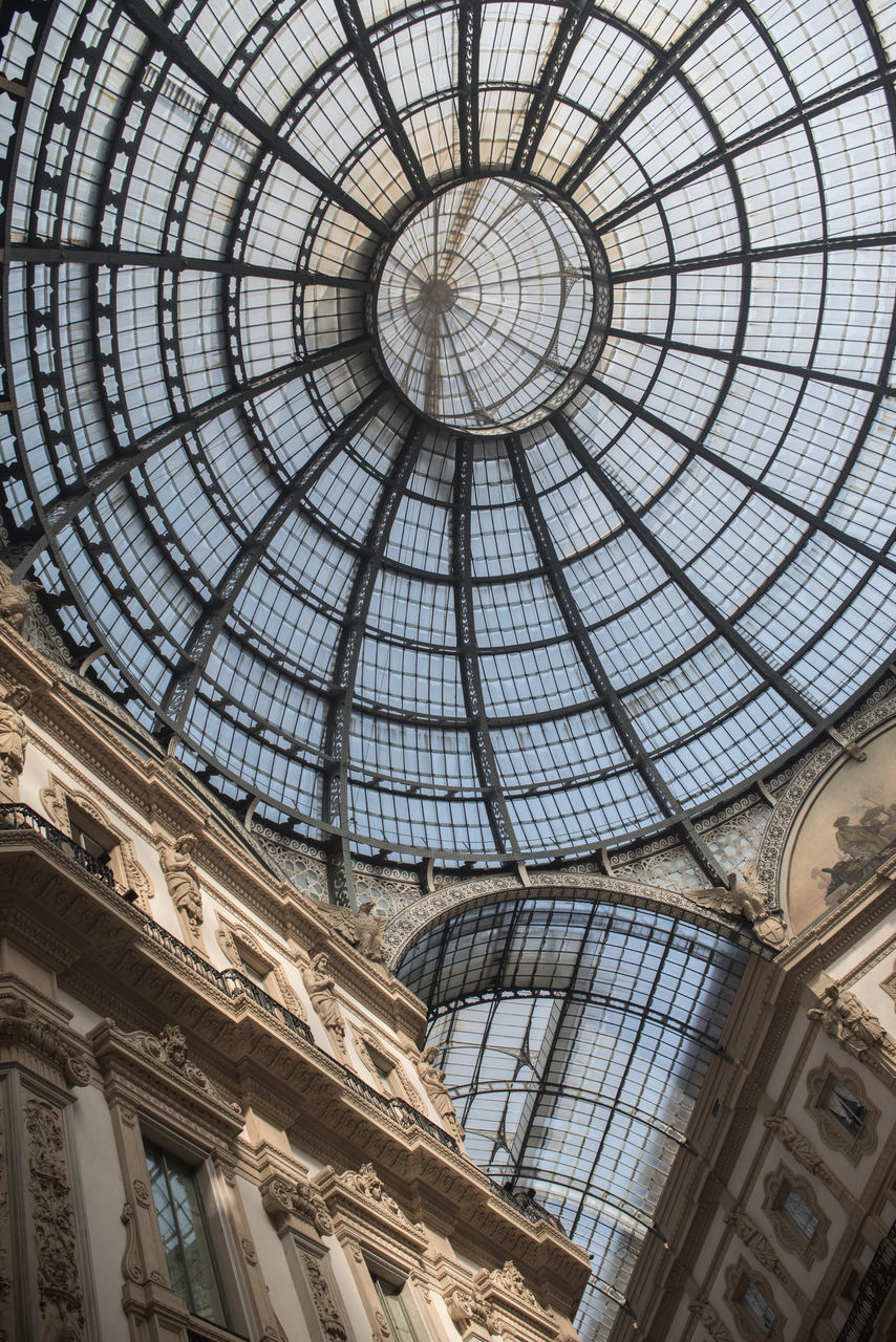architecture, built structure, low angle view, dome, ceiling, indoors, history, the past, cupola, no people, day, glass - material, travel destinations, pattern, sunlight, skylight, architectural feature, directly below, building, ornate, architecture and art, architectural column, government, mural, gothic style