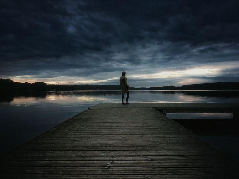 Dziewczyna na pomoście Girl Lake Jezioro Dziewczyna Natura Sunset Warmia Mazury Polska Poland Woda Landscape Krajobraz The Great Outdoors - 2017 EyeEm Awards
