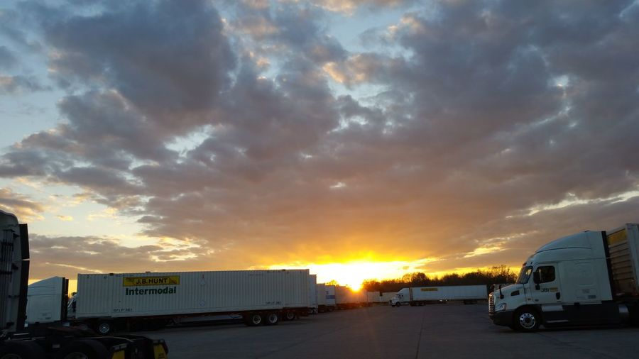 Taking Photos Check This Out Relaxing Sunset Nature Truckerslife My Heart Belongs To A Trucker Sky Sky And Clouds