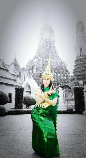 Me Royalclothes Ayuttayakindom Ayutthaya   Thailand Watarunbangkok Chaopraya Visitthailand Thailandgirl Temple Budhism Hinduism Colorsplasheffect