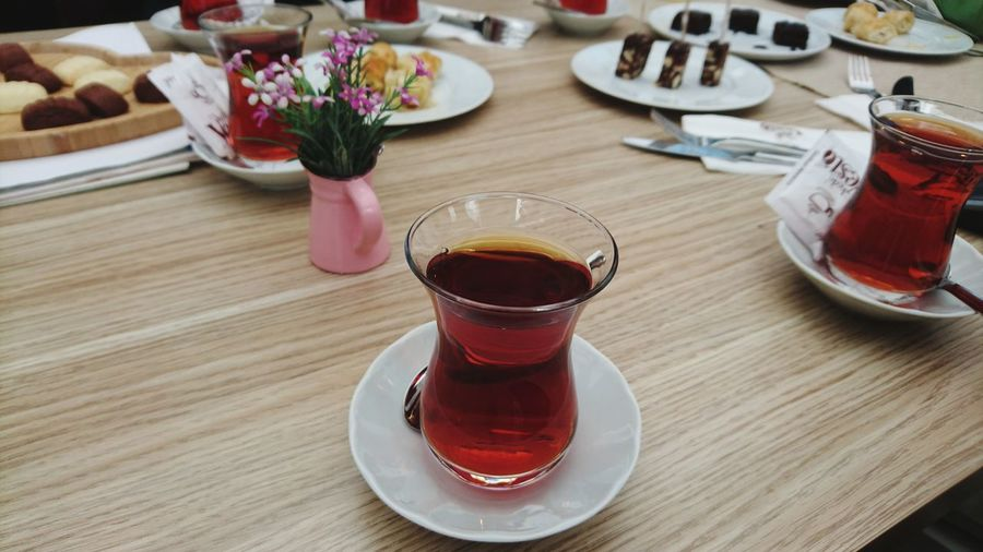 Table Indoors  Flower Day Freshness Close-up Tea Xperiaphotography XperiaZ5p XPERIA Turkey Istanbul XperiaZ5 Art Turkish Turkish Tea çay Tabletop Tea Time Apperative Appetizers BYOPaper!