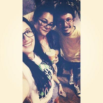 Sobre essa noite: mt amor num lugar só HAUHAUAHAUAH lindas!!! Friends Hangingout Fun