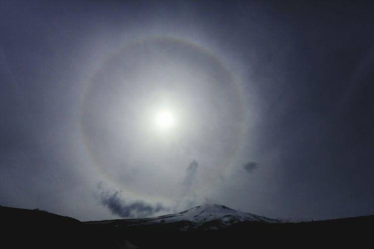 Halo above the Mt.Fuji この日は各地で目撃されたようで( ̄▽ ̄) Mt.Fuji Sunshine Halo Landscape Mountains Nature EyeEm Best Shots Japan Photography Wonderful
