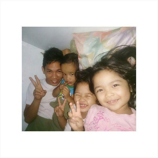 Mga Invaders ng Kwarto ko. Thanks Alex and Gagab for accompanying us while waiting for Mom! Ingat kayo sa pag-uwi! 😘 Tambay Bonding Bedtimestories