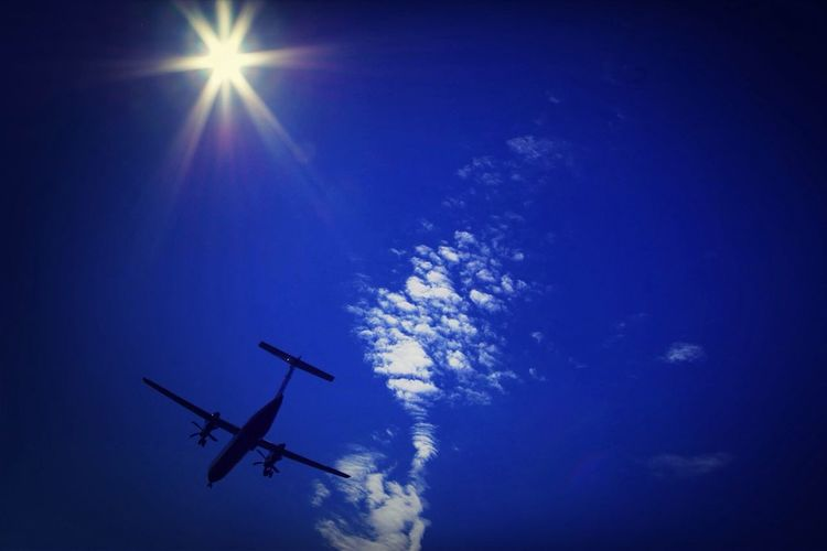 Airplane Dreaming Holiday Taking Photos Music Cloud Capture The Moment