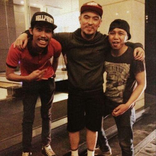 ROCKIN' WITH F.O.L BANYUASIN PALEMBANG @callmebee01 @saintlocoband @papz_gilz @iwanhoediarto @nyonkwebz @rizky_sherlina_romadhon Saintloco Band INDONESIA Hip Rock F .o.lBanyuasin Palembang