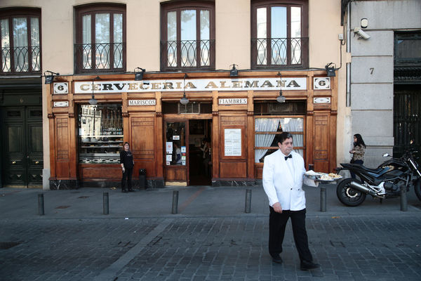 A waiter at the Cerveceria Alemana in Madrid, Spain Alemana Cafe Cerveceria City Life Historic Spain, Madrid, Tourism, Tourist, Buildings Urban Waiter