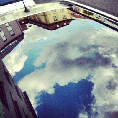 Cielo tedesco riflesso da tettuccio d'auto #sky #clouds #Würzburg #reflection Reflection Clouds Sky Würzburg