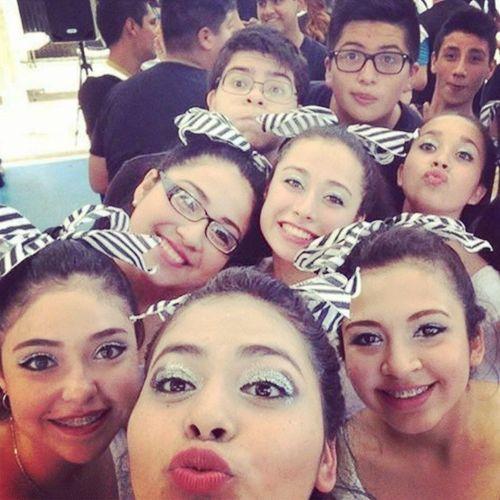 Friends Cheerleaders  Minions 2f