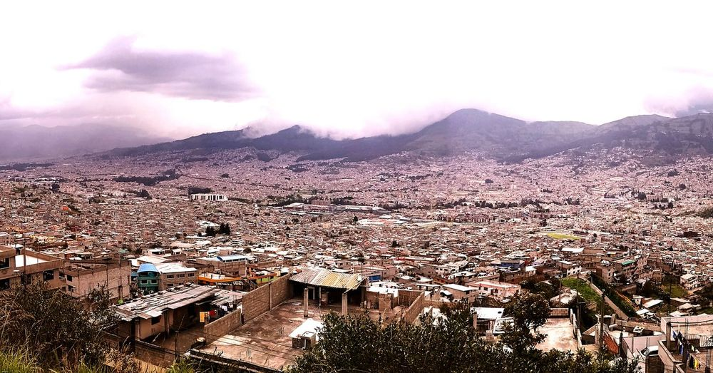 Panorámica del Sur de la ciudad de Quito, Ecuador🇪🇨🇪🇨🇪🇨🇪🇨 Quito City Visit The Family Buenas Vistas Time Of Remembrance Disfruta La Vida Remembering Good Times Capital Cities