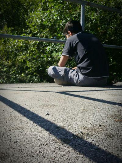 Kind Child Sitzen Sitting Langeweile Bored Boring Warten Waiting Shadows Frust Frustration Youth Of Today
