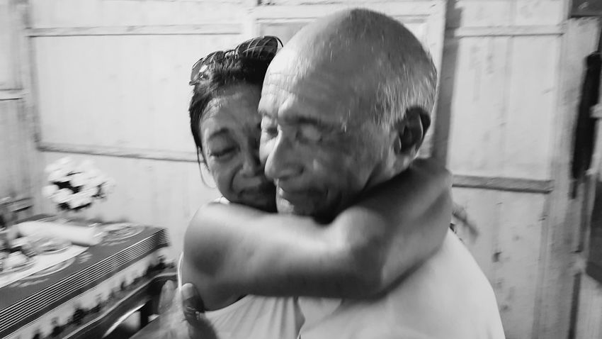 Father and daughter love Emotions Para Amazonas Daughterlove Fatherlove Daughter Father Crying Amazon Meeting Friends Emotion Blackandwhite Black And White Black & White EyeEm Selects Bonding Men Togetherness Happiness Shirtless Couple - Relationship Headshot Love Domestic Life Embracing This Is Aging This Is Family Visual Creativity Adventures In The City Focus On The Story The Creative - 2018 EyeEm Awards