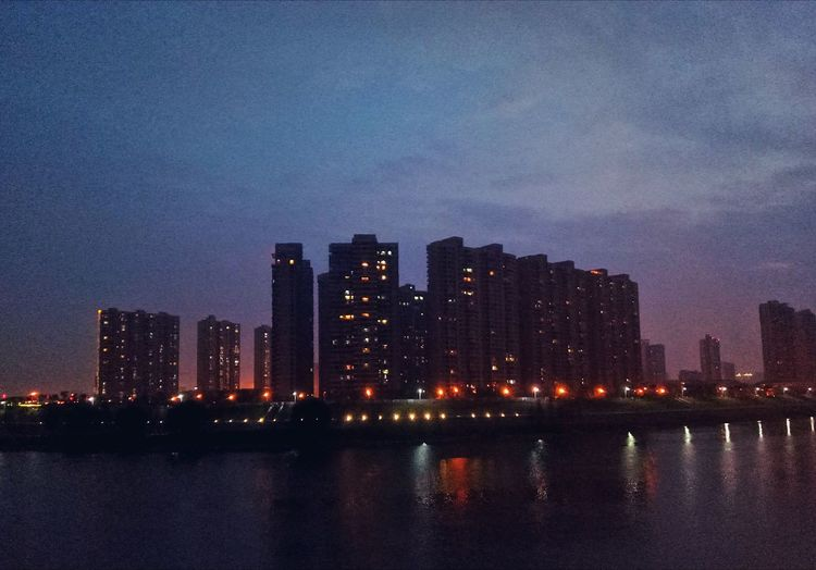 Night Outdoors Water Riverside 沿途皆是景。