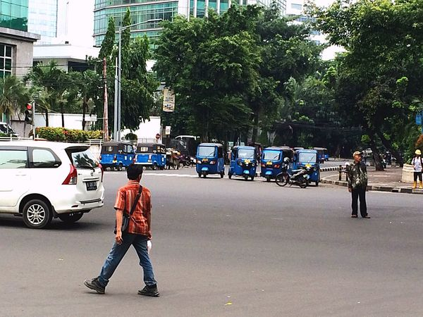 Urban Life INDONESIA Indonesia_photography Indonesia Scenery Indonesiatravel Travel Traveling TukTuk Cars
