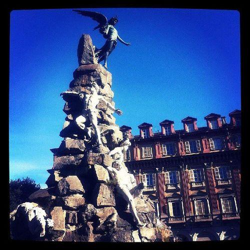 Piazza statuto :) Torino Piazza Statuto Statue Magiadeicolori Magia. Nera Bianca