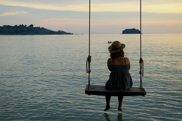 Girl Swing Swinging Girl Swinging Hat Woman Sky Sea Evening Evening Sky Thailand Feel The Journey