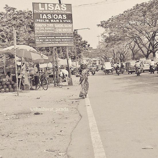 Under the hot sun.. Street Mobilephotography Galaxynote2 Bhubaneswar Odisha Instapic Bnw_captures Blackandwhitephotography Indiapictures Incredible India Ig_indiashots Indiaclicks