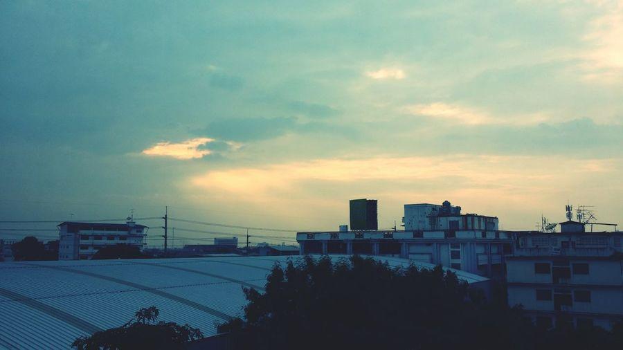 แสงอาทิตย์บนคลื่นบางใบ มองสุดตาบนขอบฟ้าไกล ลมเอื่อยพัด เคลื่อนผ่านเวลา สิ่งเหล่านั้นไม่เคยเปลี่ยนแปลงไป By Creasycfe เสมอ