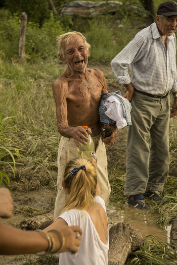 Anciano Ayuda Casual Clothing Felicidad Feliz :) Inundacion Inundations Portrait