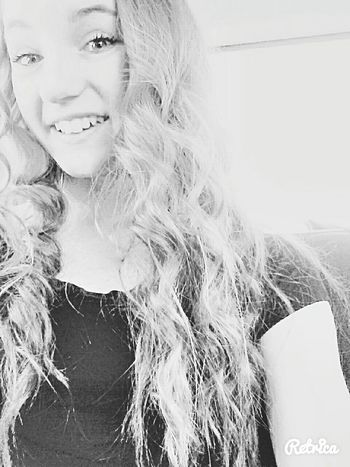 when I had long hair.. 😍😍 Beauty Model Thats Me  Hello World Selfportrait Selfiesfordays Photooftheday Going To Church  Curly Hair Black And White