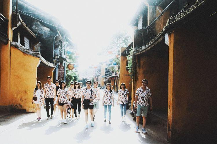 Hoian Vietnames Hoian, Vietnam Pineapple🍍 Thaile Group Of People Group Portrait Teambuilding Crazy Friends Funny Friends First Eyeem Photo The Week On EyeEm