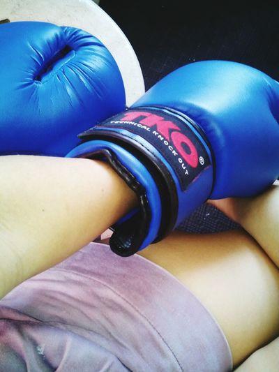 Taking Photos Workout Boxing Gloves Boxingday  Enjoying Life Self Portrait Picoftheday Hi! That's Me Indeed !