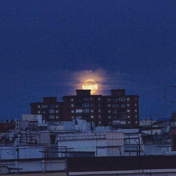 Adios dulce Selene. comenzando un nuevo día. Moon Hospitalet De Llobregat Catalonia Moonlight