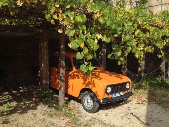 Renault 4 Vintage Cars Beynac Orange