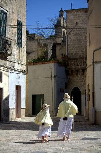 Young Adult Sunlight Street Ritual Religion Puglia Procession Of The Mysteries Pilgrims Passion Of Christ Pappamusci Outdoors Italy Holyweek Francavilla Fontana Here Belongs To Me Folk Easter Ready Easter Day Christianity City Barefoot Church Place Of Worship Spirituality