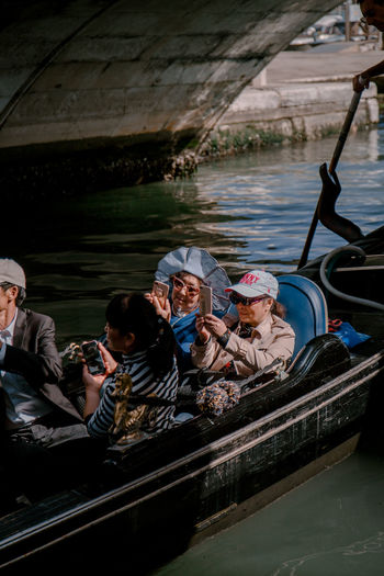 tourists in Venice Gondola Gondola - Traditional Boat Gondolier Tourists Venice Venice, Italy Gondola - Traditional Boat Water Nautical Vessel Boat Water Vehicle Mode Of Transport Floating On Water Floating